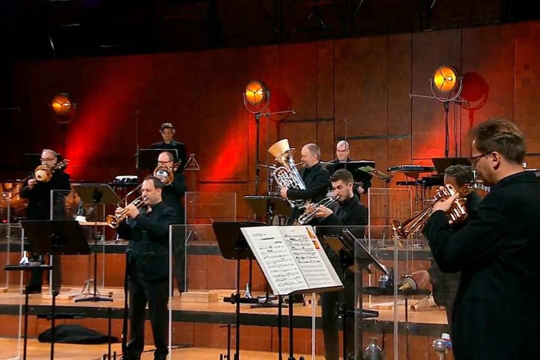 Dazwischen Plexiglas: SWR-Symphonieorchester  | Foto: SWR