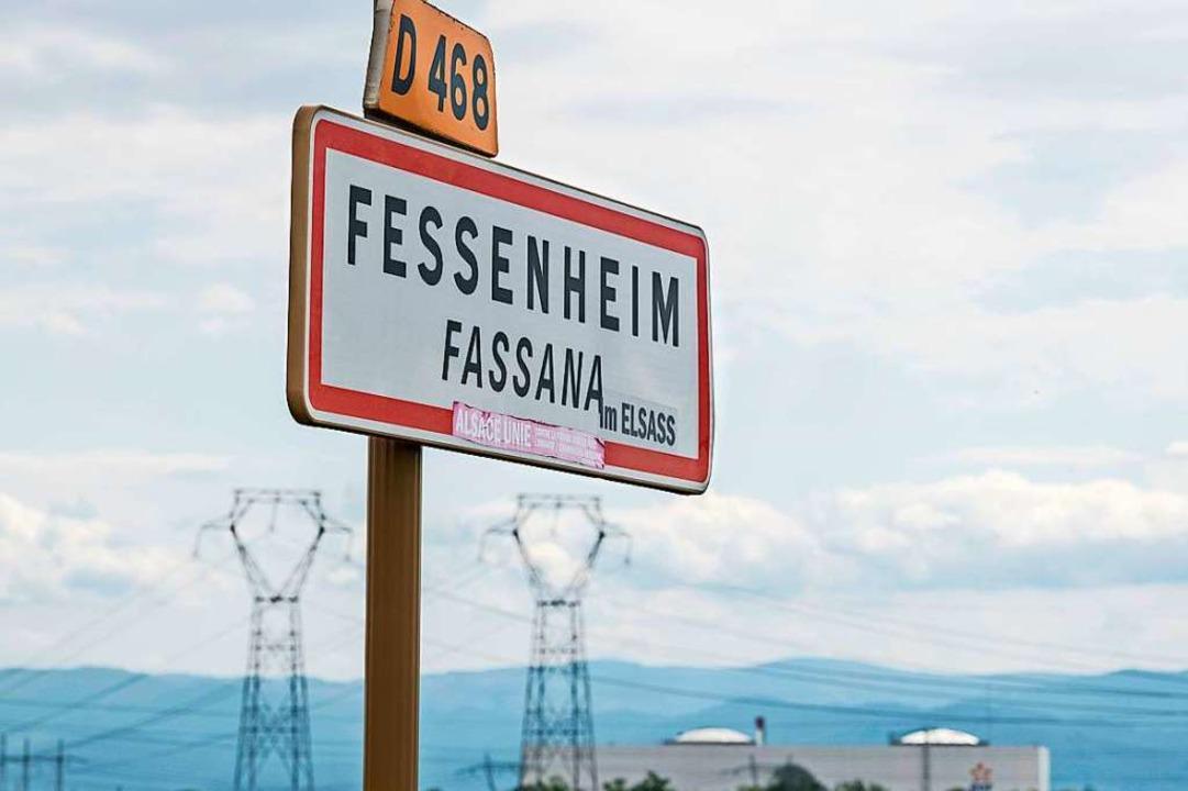 Fessenheim – einer jeder Ortsnam...en. In diesem Fall: mit der Atomkraft.  | Foto: SEBASTIEN BOZON (AFP)