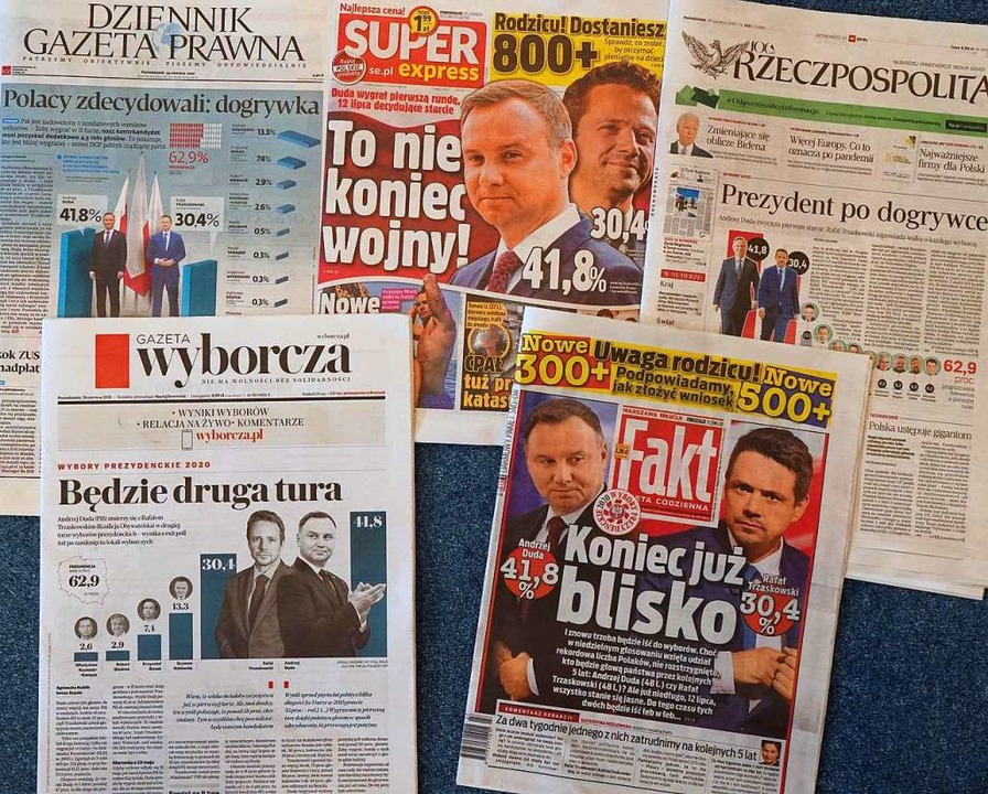Die erste Runde der Präsidentschaftswa...tag war Thema in den Montagszeitungen.  | Foto: JANEK SKARZYNSKI (AFP)