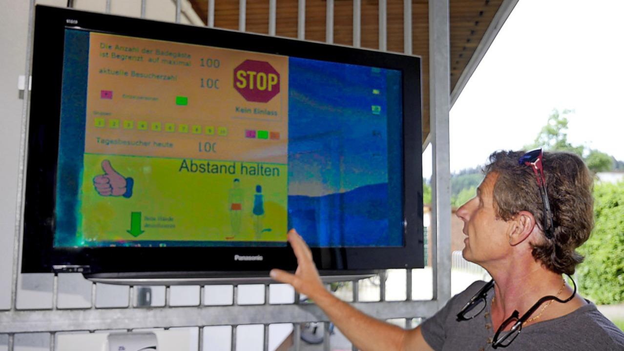 Der Bildschirm am Eingangstor zeigt, w...him Lasarzick machte einen Probelauf.     Foto: Eva Korinth
