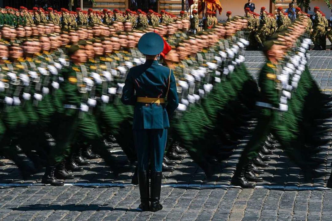 Die Militärparade in Moskau war dieses Jahr besonders groß.  | Foto: Evgeny Sinitsyn (dpa)