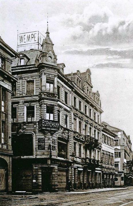 Das Kleidergeschäft Wempe und das Spra... 56 (heute Kaiser-Joseph-Straße 190).   | Foto: Archiv Manfred Gallo