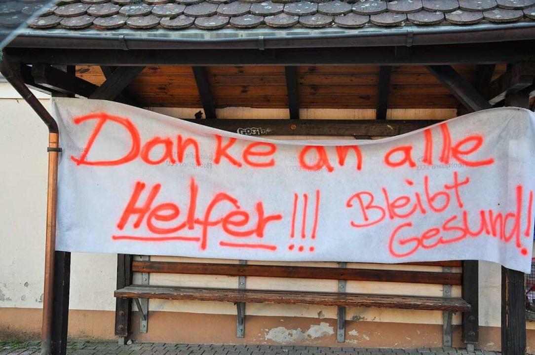 Auch in Schliengen-Niedereggenen bedan...rekt an der Ortsdurchfahrt aufgehängt.  | Foto: Privat