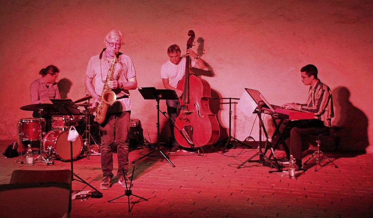 Das Tom Timmler Quartett beim Auftritt  in der Merdinger Zehntscheune   | Foto: Mario Schöneberg