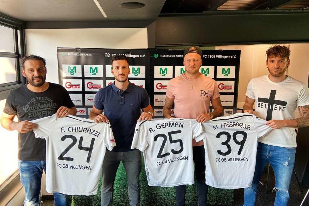 Der Villinger Sportvorstand Arash Yahy...man und Manuel Passarella (von links).    Foto: Rieckhoff