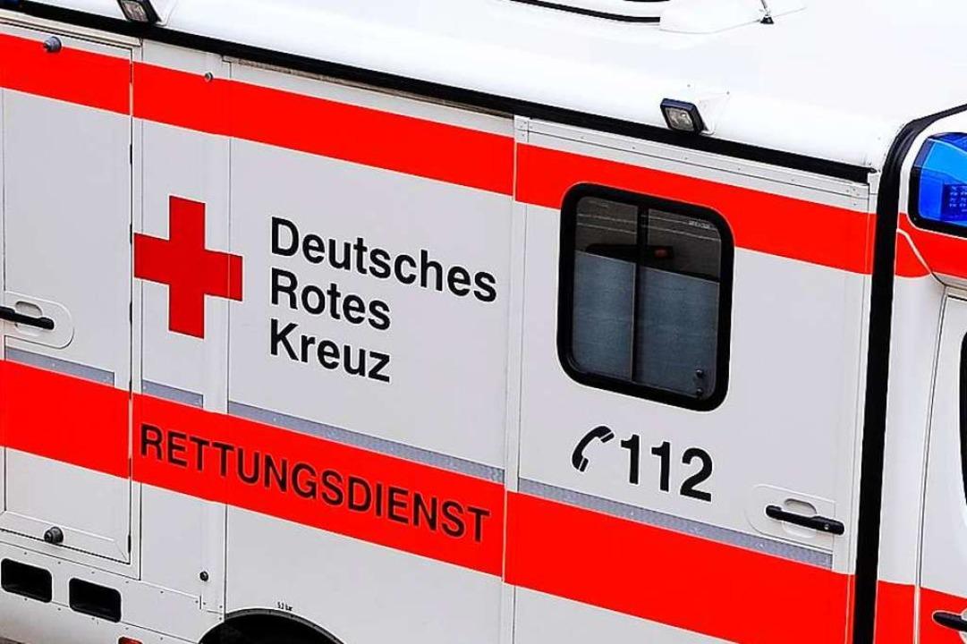 Arbeitskollegen des schwer verletzten ...Rettungskräfte alarmiert (Symbolbild).  | Foto: Thomas Kunz