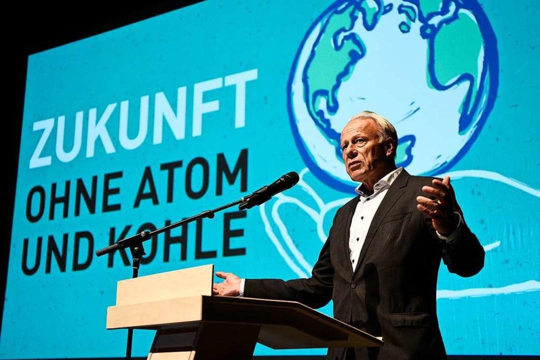 Ex-Umweltminister Jürgen Trittin gehör...evor es auf der Kundgebung weiterging.  | Foto: Thomas Kunz