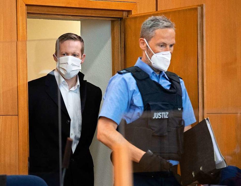 Stephan E. hat vor Gericht sein Geständnis widerrufen.  | Foto: Boris Roessler (dpa)