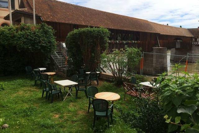 Gartenwirtschaft mit Blick auf die alte Holzbrücke in Bad Säckingen