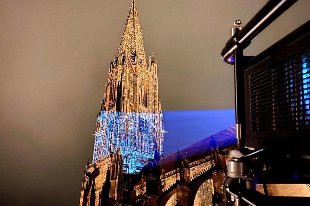 Ende März war das Münster noch in einer Lasershow freudig angestrahlt worden.  | Foto: Kai Flogaus