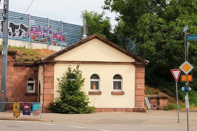 Dieser Freiburger unterrichtet in einem alten Klohäuschen Ukulele