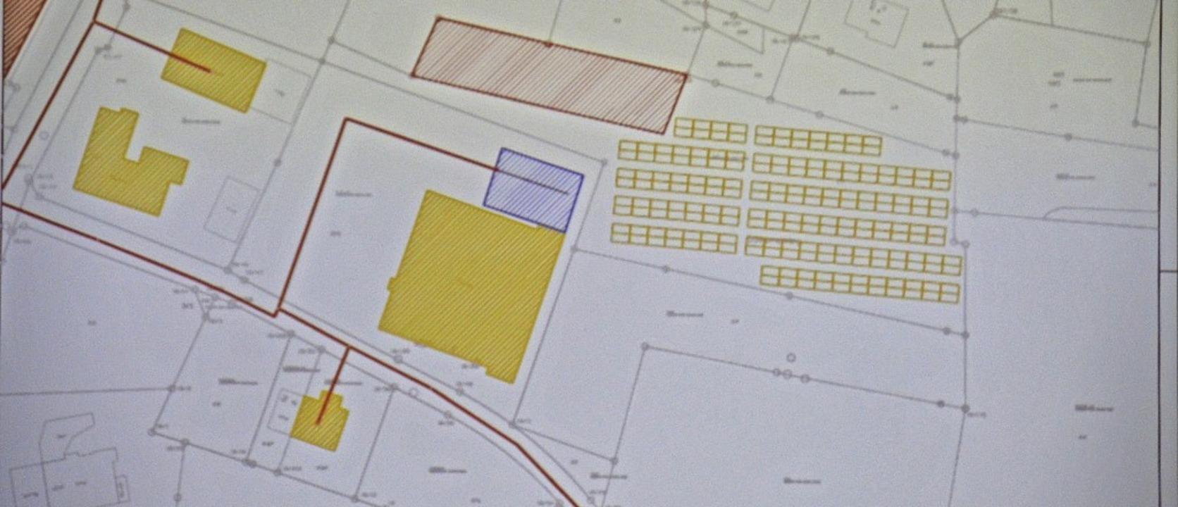 An das Kur- und Sporthaus (Mitte, gelb...gs eine Blendwirkung ausgehen könnte.   | Foto: Christiane Sahli
