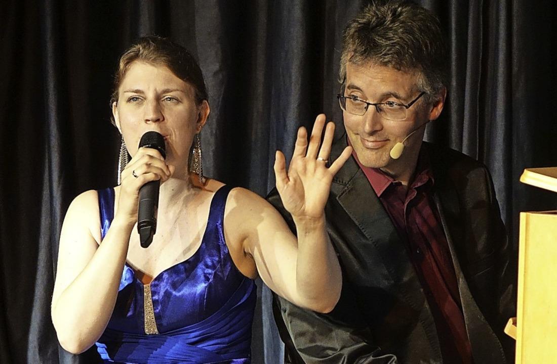 Witzige Einblicke in den Ehe-Alltag ge...ikalischen Kabarett in der Kultschüür.    Foto: Roswitha Frey