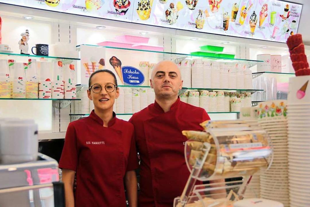 Paula und Loris Paniccia sind die neue... ein zweites Eisgeschäft in Maulburg.     Foto: Gina Kutkat