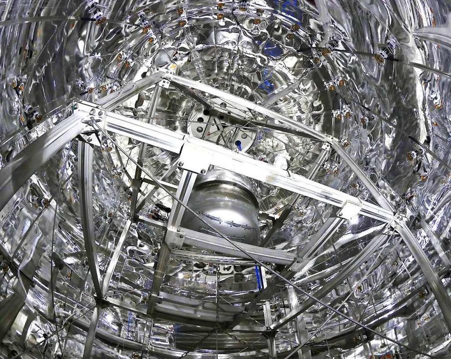 Dass es Dunkle Materie gibt, da sind s... der Xenon-gefüllte Detektor zu sehen.    Foto: XENON Collaboration