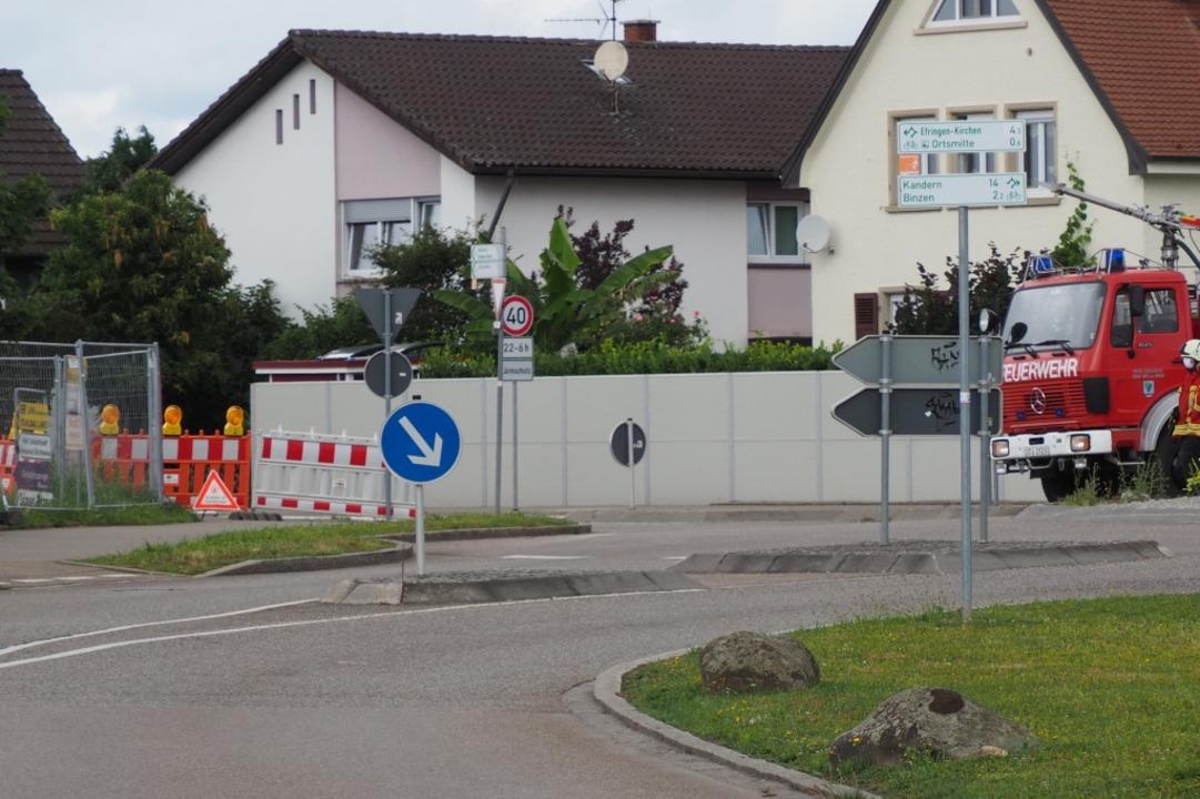 Die beiden Wohnhäuser in Nachbarschaft...hsten der Leckstelle wurden evakuiert.  | Foto: Herbert Frey