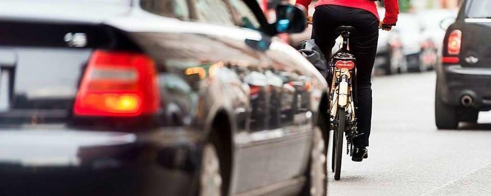 Beinaheunfall in Simonswald: Fahrradfahrer zu dicht überholt