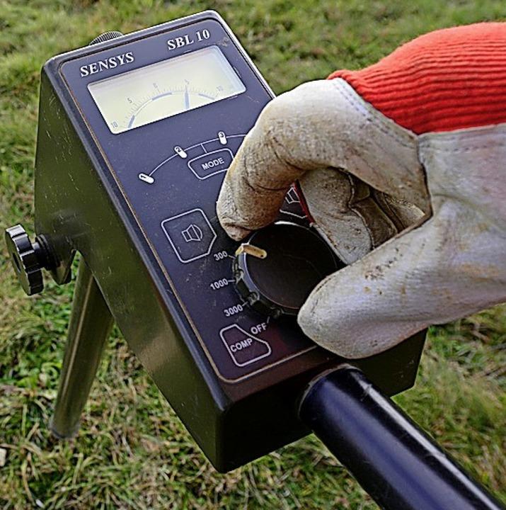 Mit solchen Magnetometern kann man den...twaigen Kampfmittelresten untersuchen.  | Foto: Ingo Schneider