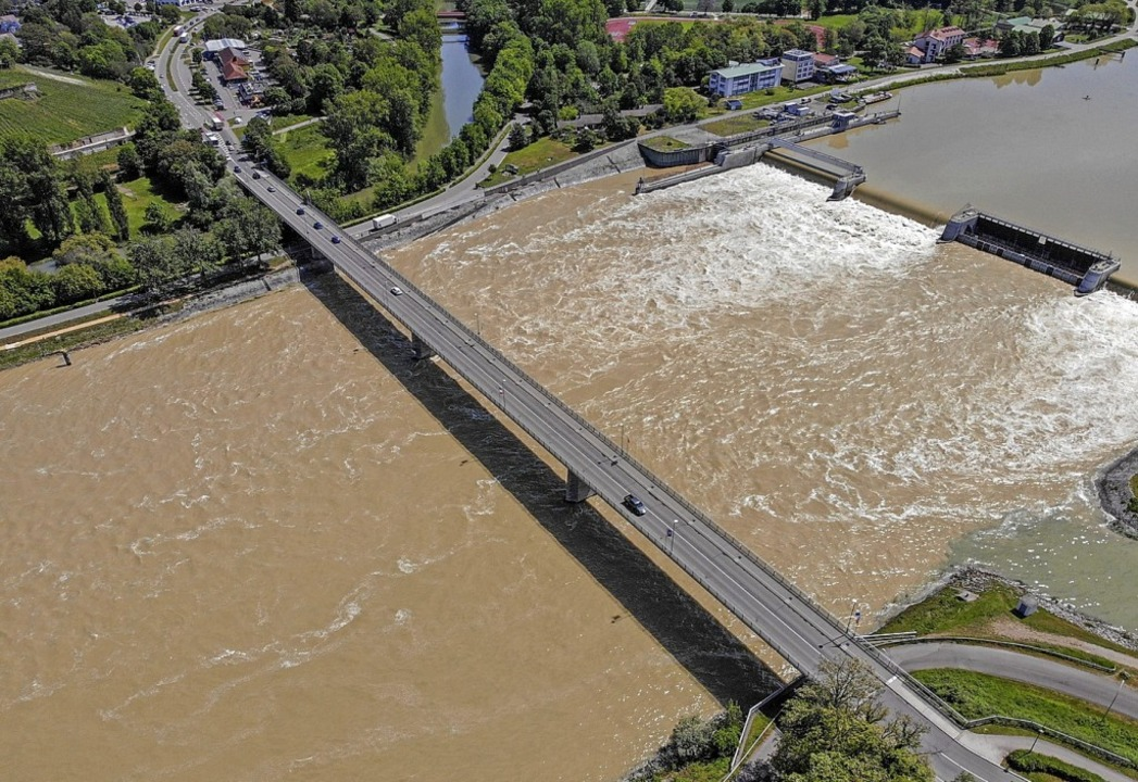 Über den Rhein könnte bald eine Bahnbrücke führen.  | Foto: Patrick Kerber