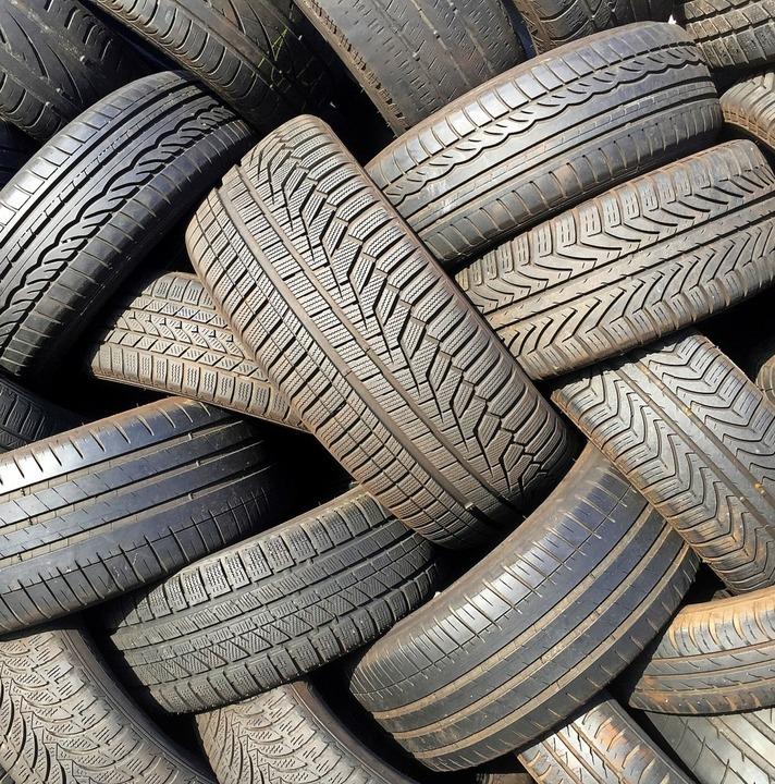 Der Reifenklau aus einem Wehrer Reifen...re alten Angeklagten teuer zu stehen.   | Foto: Boris Roessler