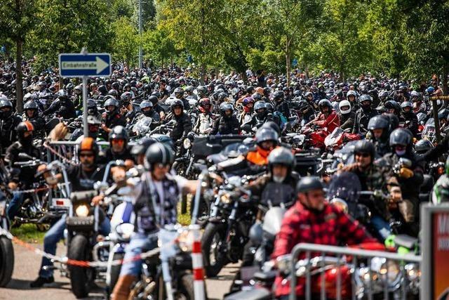 Tausende Biker protestieren am Bodensee gegen mögliche Lärm-Fahrverbote
