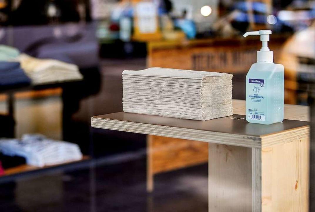 Desinfektionsmittelspender (Symbolbild)  | Foto: Britta Pedersen (dpa)