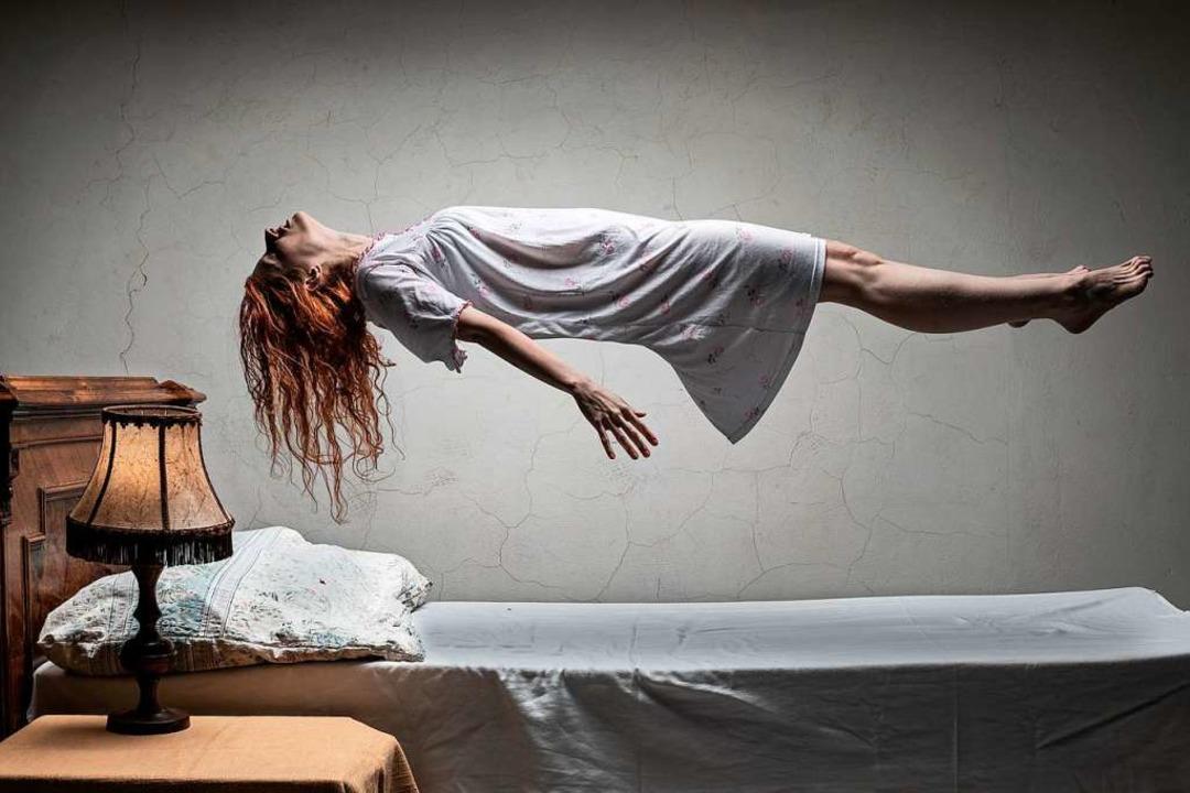 Besessenheit, wie sie im Film bevorzug...ner jungen Frau und lässt sie abheben.  | Foto: filipobr (Adobe Stock)