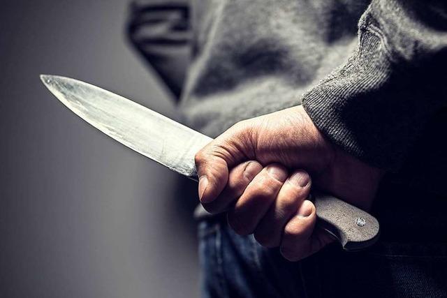Mann will Zaubertrick nachmachen – und verletzt sich mit Messer