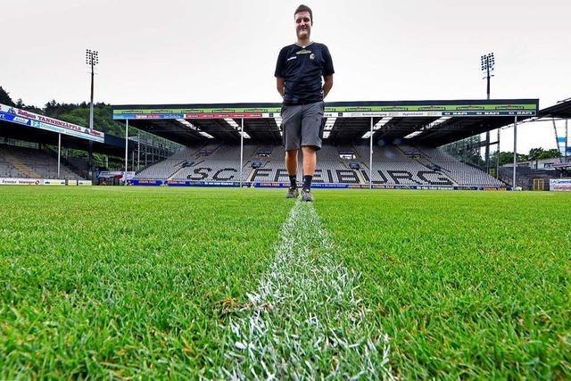 Die Pflege des Rasens im SC-Stadion ist Millimeterarbeit