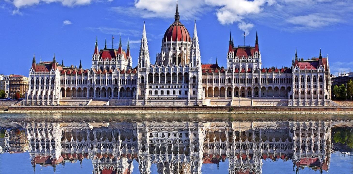 Eines der Wahrzeichen Budapests: das Parlamentsgebäude am Donauufer  | Foto: TTstudio (stock.adobe.com)