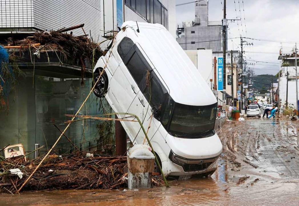 Überflutungen haben in Japan schwere Schäden angerichtet.  | Foto: Yuki Sato (dpa)
