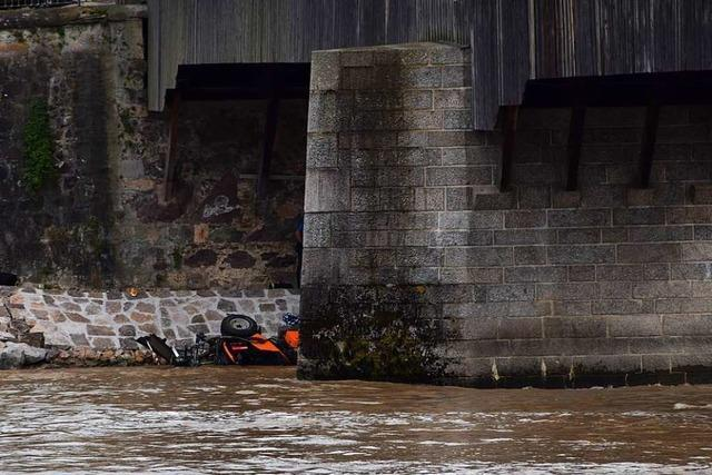 Fahrzeug reißt Schweizer mit in den Rhein – 26-Jähriger stirbt