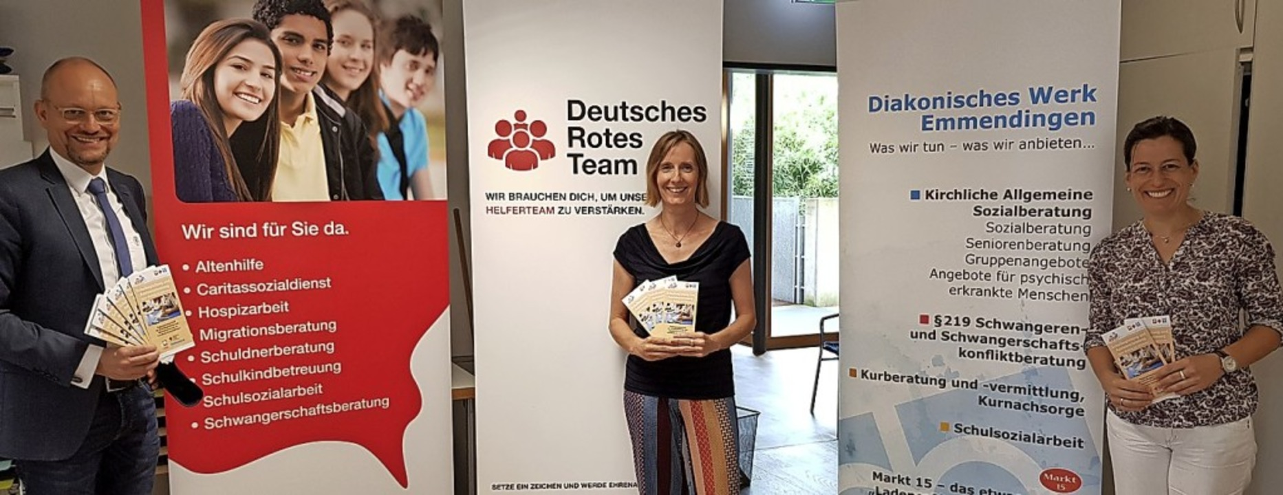 Rainer Leweling (Caritas), Tanja Baldu...lung des neuen Angebots (von links).    | Foto: Gerhard Walser