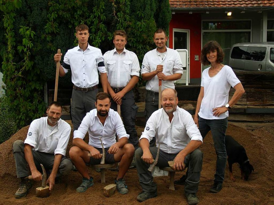 Angela und Thomas Mayer (vorne rechts)   mit ihrem Fachkräfteteam.    Foto: Herbert Frey