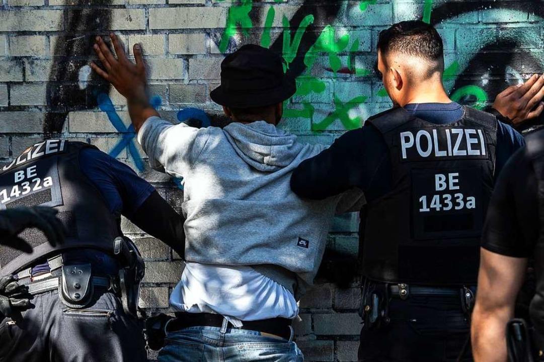 Manche Polizei-Kontrollen sind unfair.  | Foto: Paul Zinken (dpa)