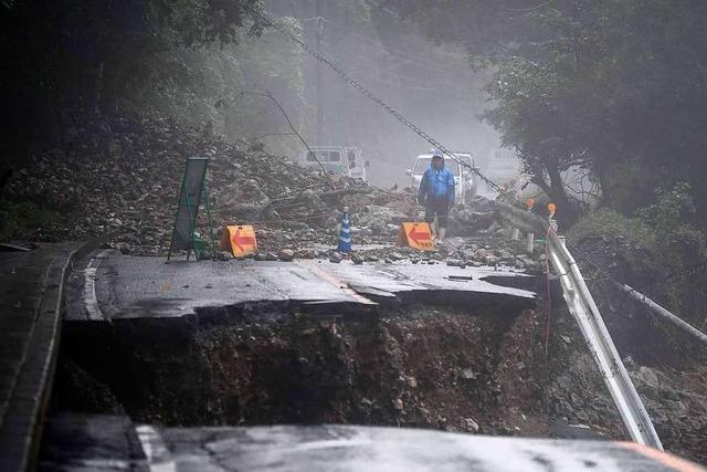 Rettungsarbeiten nach Überschwemmungen in Japan