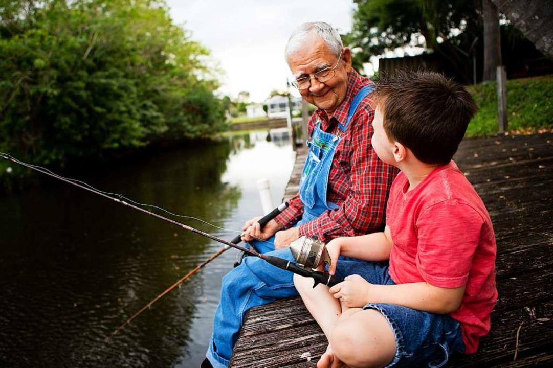 Von Opa kann man eine Menge  lernen.  | Foto: IdeaBug, Inc.  (stock.adobe.com)
