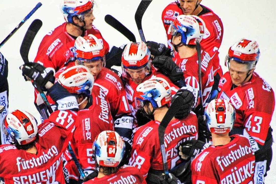 Die Schwenninger Wild Wings müssen noc... in den Ligabetrieb einsteigen dürfen.  | Foto: Wittmann