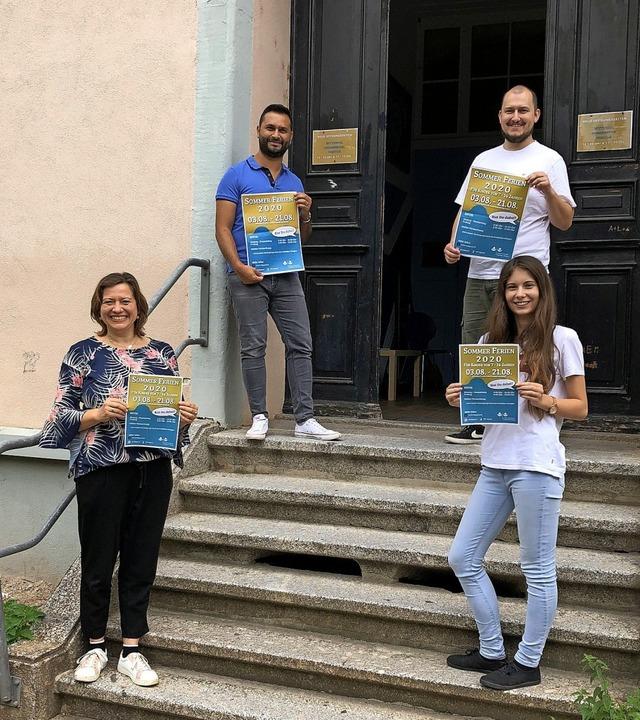 Das Team des städtischen Kinder- und J...u, Alexander Rombach und Selina Schatz  | Foto: Duygu-D'Souza, Susann