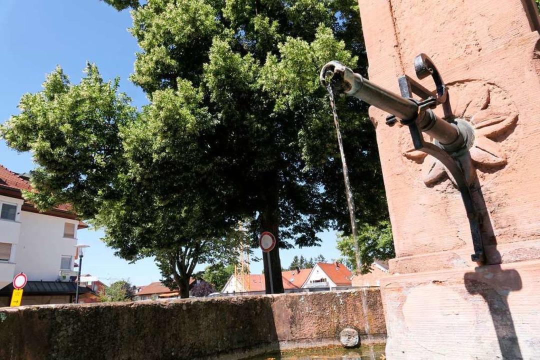 Soll versetzt werden: Brunnen bei der Kirche  | Foto: Hans-Peter Müller