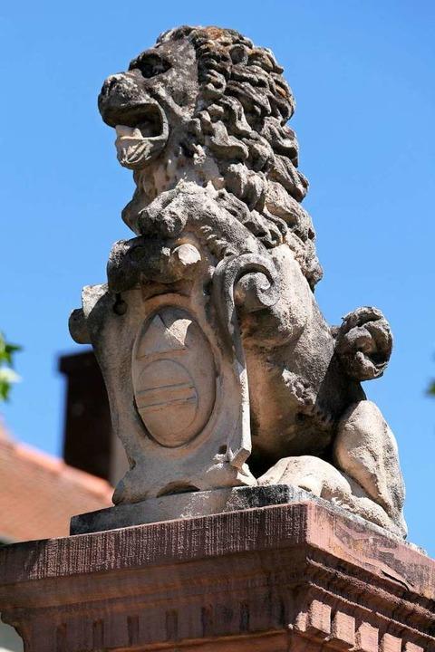 Der Löwe auf dem Brunnen bei der Kirche  | Foto: Hans-Peter Müller