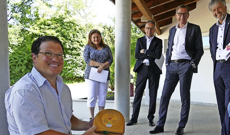 Defi für Schlächtenhaus: Tim Scheer er...äts, das die Sparkasse gespendet hat.   | Foto: Martina David-Wenk