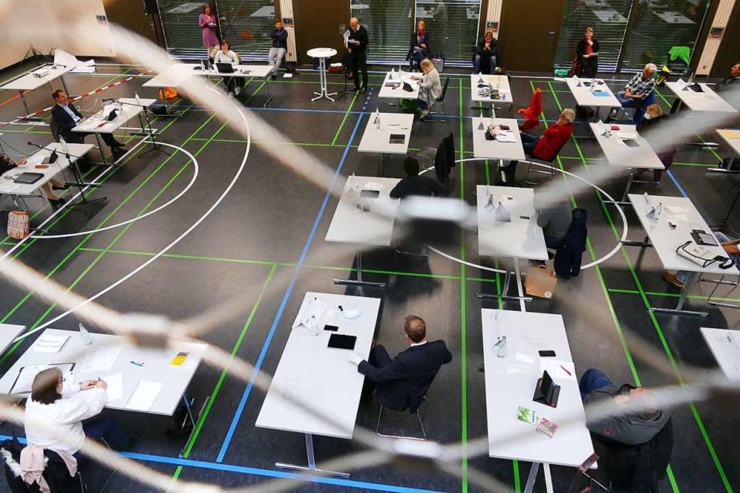 Sitzung des Gemeinderats in der Tumringer Sporthalle  | Foto: Peter Gerigk