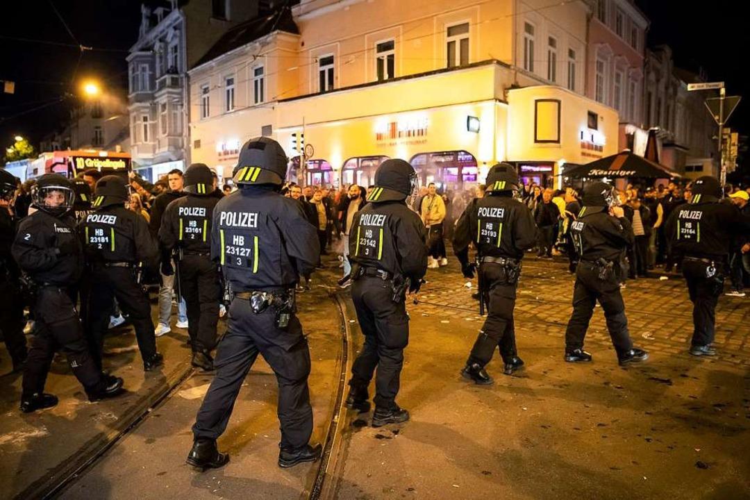 Polizeieinsatz in Bremen    Foto: Sina Schuldt (dpa)