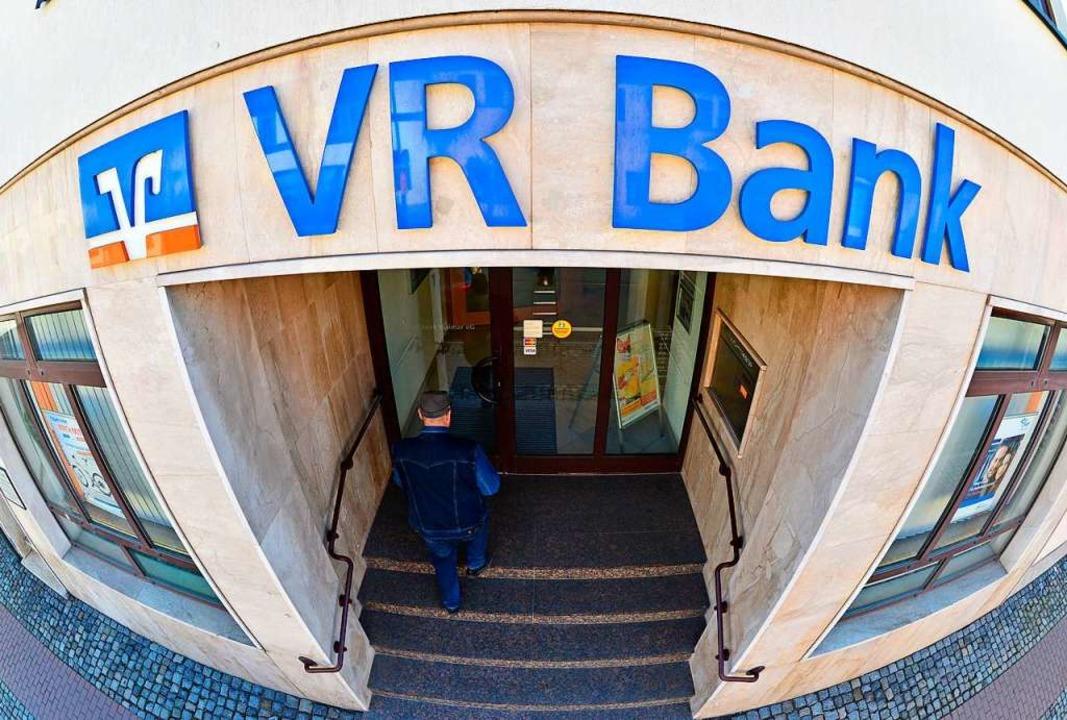 Die meisten Kunden von Volksbanken sind zugleich Mitglieder.  | Foto: Martin Schutt