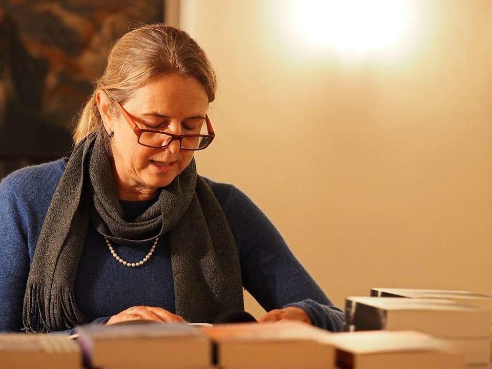 Birgit Hermann bei einer Lesung in der Vor-Corona-Zeit.  | Foto: Susanne Gilg