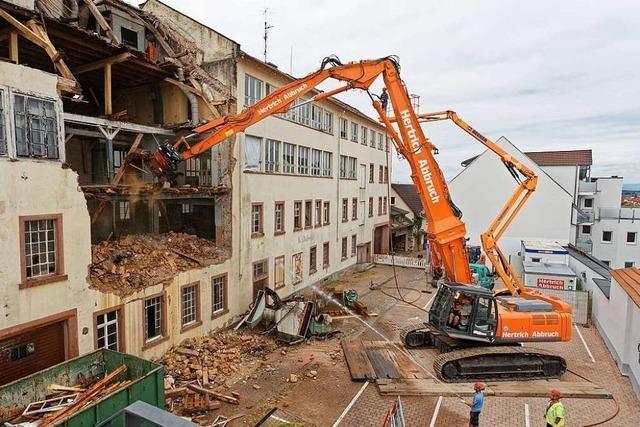 Abriss in Endingen: Stück für Stück fällt die alte Lederfabrik