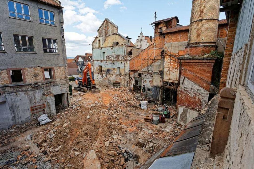 Die ersten Hallen im rückwärtigen Bereich sind bereits abgeräumt.  | Foto: Martin Wendel