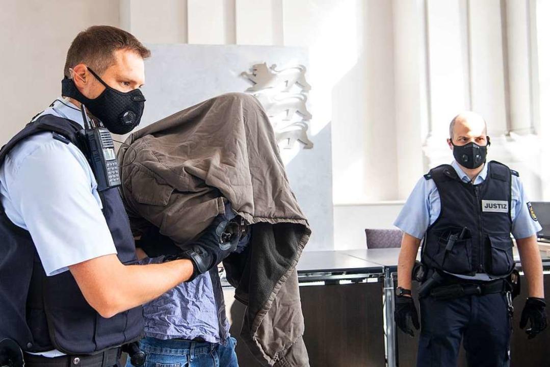 Der angeklagte Adrian S. vor Gericht  | Foto: Sebastian Gollnow (dpa)