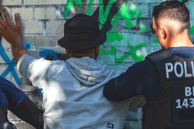 Rechtslage bei Polizeikontrollen: Hautfarbe darf eine Rolle spielen